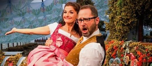 Die Wiesn-Moderatoren von münchen.tv Alex Onken und Marion Schieder