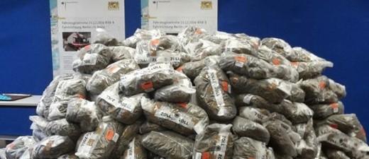 Symbolfoto: 550 Kilogramm Marihuana, die der Zoll in einem LKW fand.