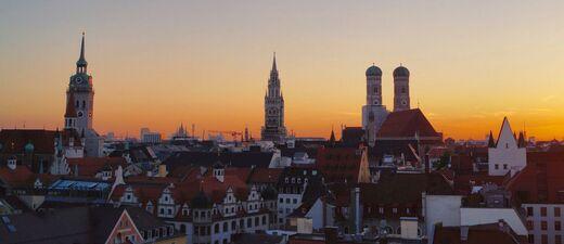 München Dämmerung Panorama, © Foto: Dirk Schiff/Portraitiert.de