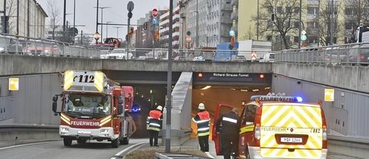 Einsatz im Richard-Strauss-Tunnel München wegen eines brennenden LKW, © Foto: Berufsfeuerwehr München