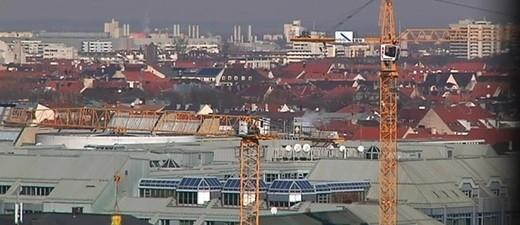 München von oben mit Baustellen und Kränen - Wohnungsbau