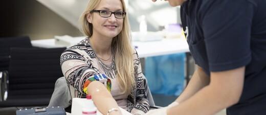 Typisierung Stammzellenspende AKB Knochenmarkspende Leukämie, © Stiftung AKB