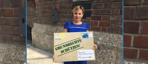 Grünen-Fraktionsvorsitzende Katharina Schulze mit der Klage vor dem Bayerischen Verfassungsgericht