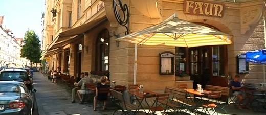 Freischankfläche eines Cafes im Glockenbachviertel in München