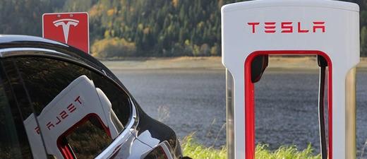 Tesla an einer Ladestation, © Symbolfoto