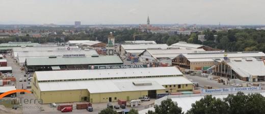 Wiesn-Webcam-Ausblick auf die Theresienwiese und den Oktoberfest-Aufbau, © Screenshot der Oktoberfest-Webcam von  panTerra