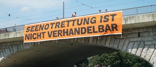 """""""Build bridges not walls"""": So lautet das Motto der geplanten Großdemonstration am Samstag, den 25. August 2018."""