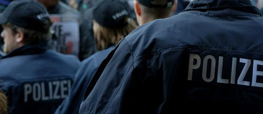 Symbolfoto: Polizei bei Demonstration, © Symbolfoto