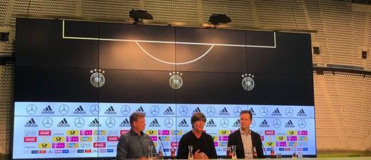 Jogi Löw und Oliver Bierhof bei der DFB Pressekonferenz