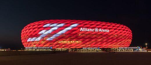© Die Allianz Arena mit Würdigung für Bastian Schweinsteiger - Foto:  Wolfgang Größlinger Fotografie