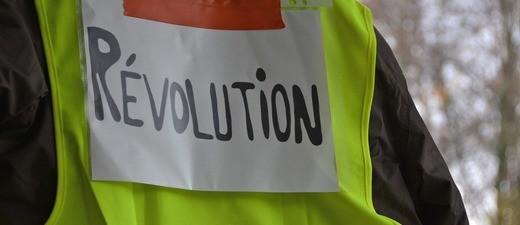 Warnweste, Rèvolution, © Symbolbild