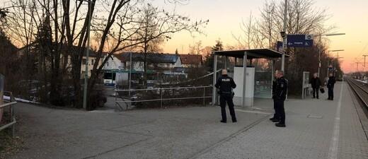 Bundespolizisten am S-Bahnhof in Heimstetten, © Bundespolizei