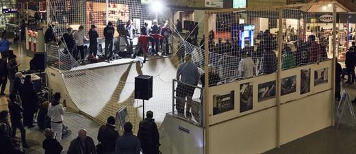 Skatebordbahnhof in der Schalterhalle