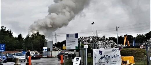 © Aubing: Brand eines Recyclinghofs (08.07.19)