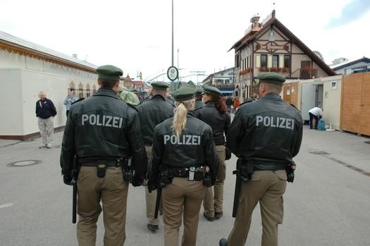 Polizisten auf einem Oktoberfestrundgang, © Polizei München