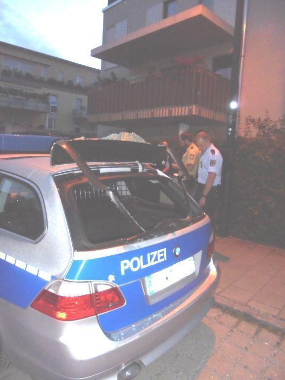 Der zerstörte Dienstwagen der Bundespolizei., © Foto: Bundespolizei