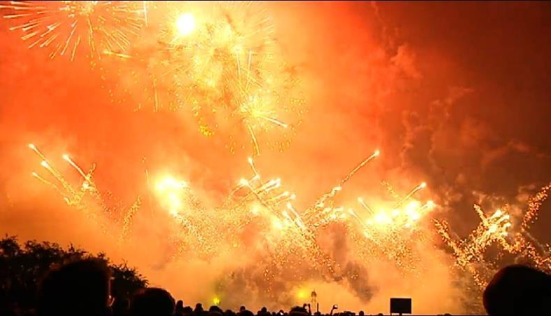 © Zentrales Feuerwerk oder lieber mit Freunden böllern?