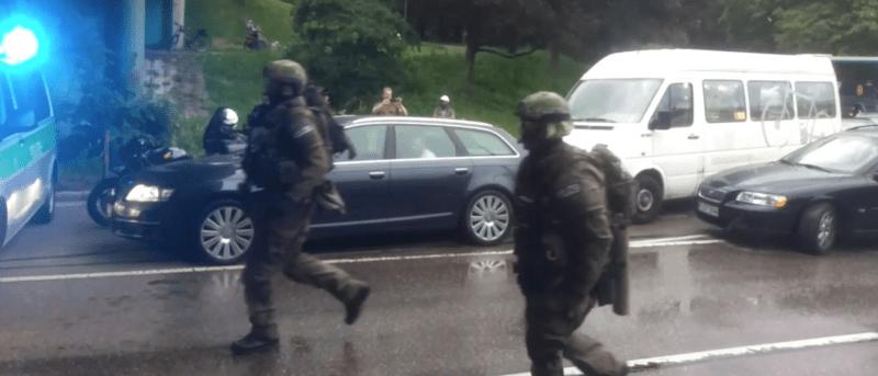 Schwer bewaffnete Spezialkräfte in München