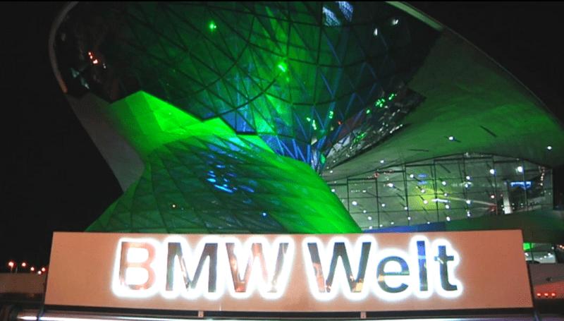 BMW Welt am St. Patrick's Day in Grün