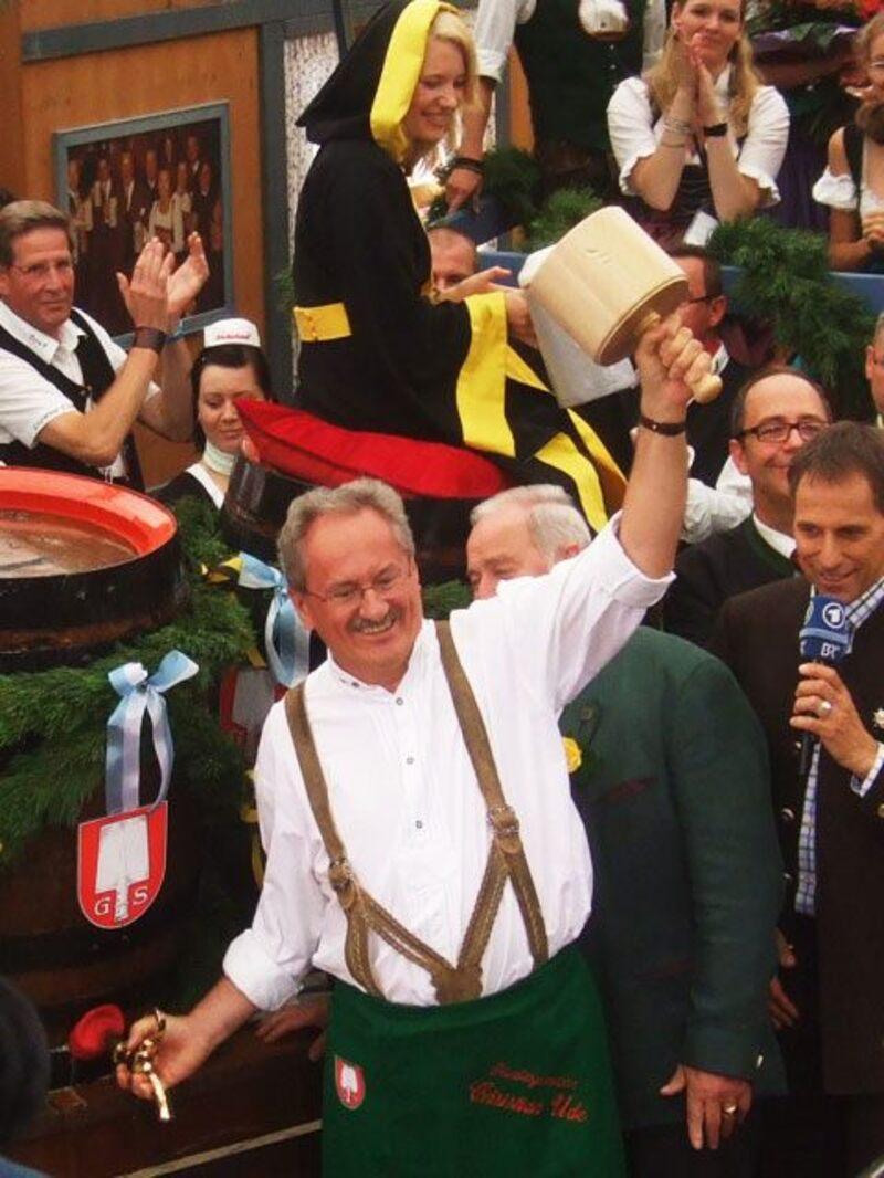 Ude zapft an und eröffnet Oktoberfest