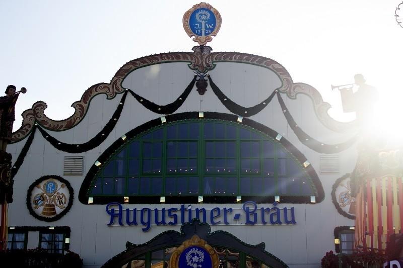 augustiner festhalle oktoberfest wiesn münchen zelt vorne