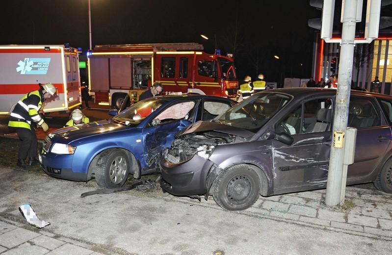 Unfall Chiemgaustraße Unfallschaden, © Foto der Berufsfeuerwehr München