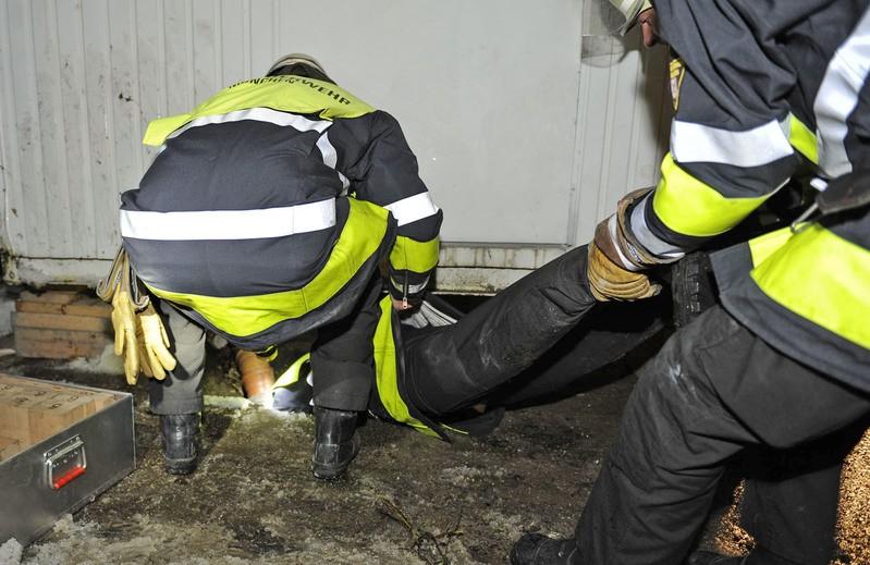 Hund aus Kabelschacht befreit, © Foto: Berufsfeuerwehr München