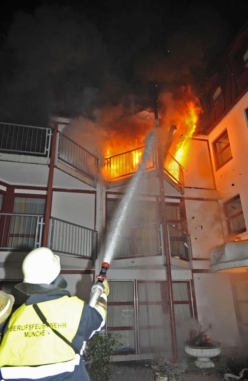 München-Westend: Feuer in Gemeinschaftsunterkunft für Flüchtlingskinder, © Foto der Berufsfeuerwehr München