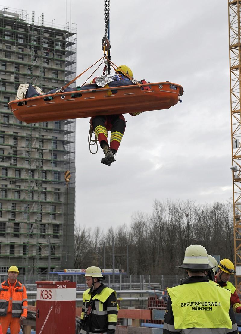 Rettung Baustelle Schwabing Leopoldstraße, © Foto der Berufsfeuerwehr München