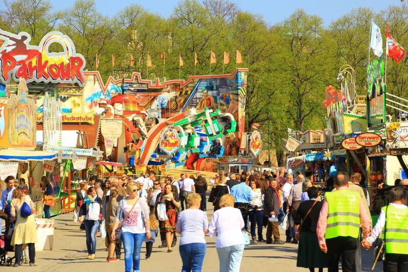Menschenmenge auf dem Frühlingsfest