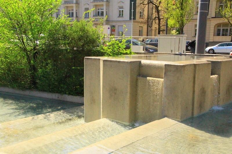 Der Kaskadenbrunnen an der Münchner Freiheit
