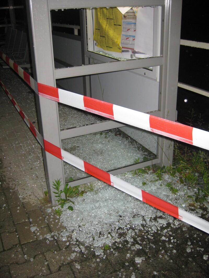 Entglastes Schaufenster am S-Bahnpunkt Fasanerie, © Foto: Bundespolizei
