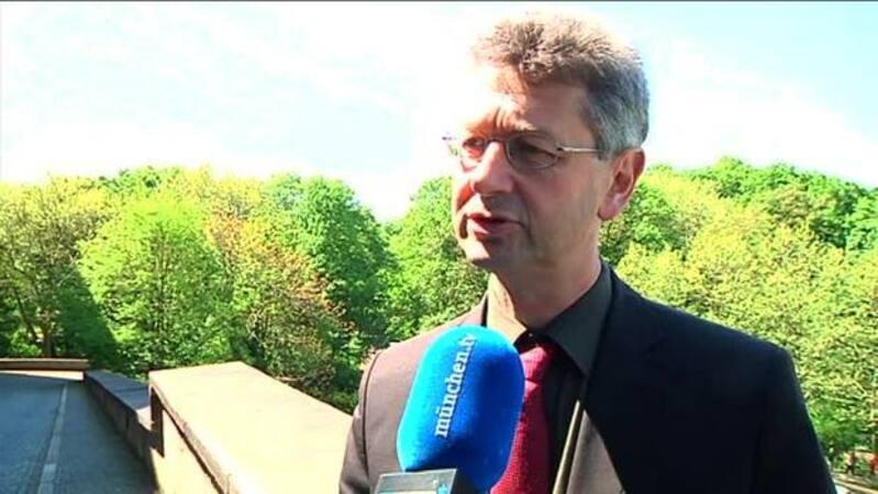 © medienpolitischer Fraktionssprecher der Freien Wähler Prof. Dr. Michael Piazolo.