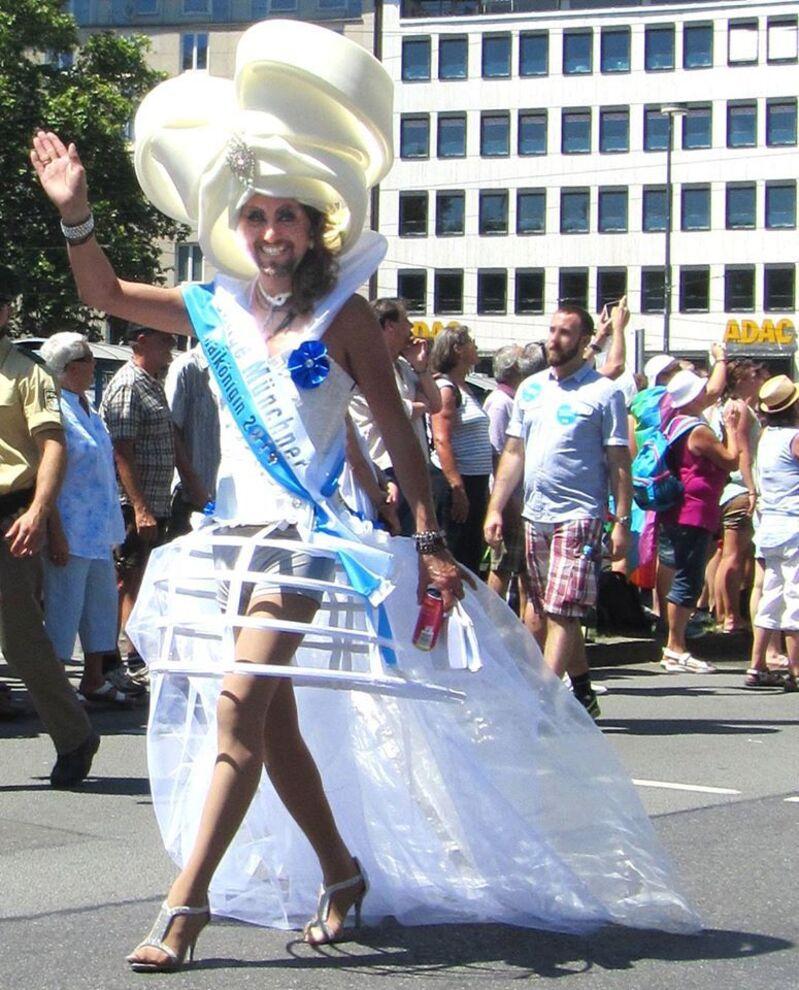 Maikönigin Milady Charleen Bla Bla auf dem Christopher Street Day in München, © Maikönigin Milady Charleen Bla Bla auf dem Christopher Street Day in München - Foto: Marc Winking