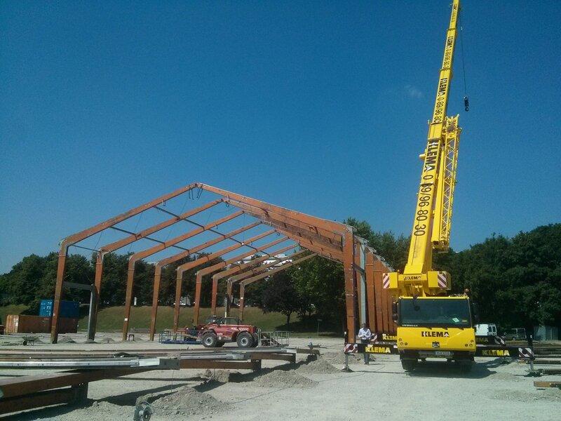 Festzelt auf der Theresienwiese wird aufgebaut