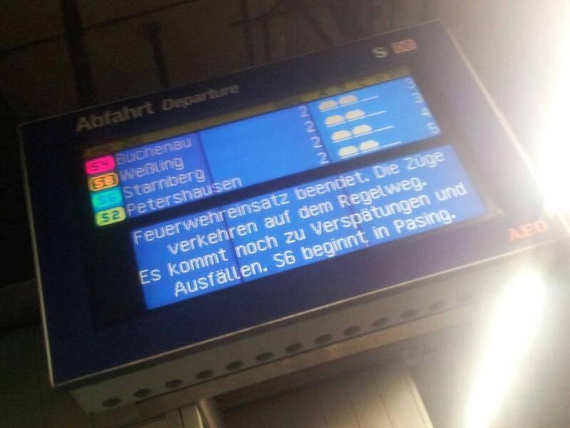 Antzeigetafeln der S-Bahn München weißen auf Verspätungen hin, © Zu Verzögerungen kann es weiterhin kommen