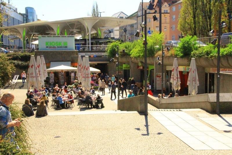Münchner Freiheit im Sommer