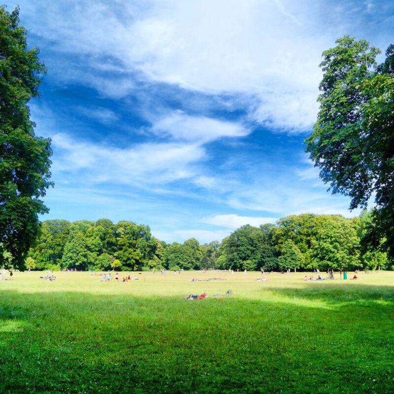 Der Englische Garten lädt zur Entspannung ein, © Englischer Garten ein Entspannungsort für Alle - Foto:  Dirk Schiff/Portraitiert.de