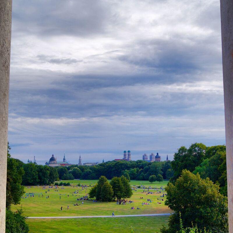 Aussicht auf den Englischen Garten, © Aussicht vom Monopteros - Foto:  Dirk Schiff/Portraitiert.de