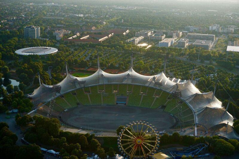 Das wunderschöne Olympiazentrum in München, © Olympiazentrum von oben - Foto:  Dirk Schiff/Portraitiert.de