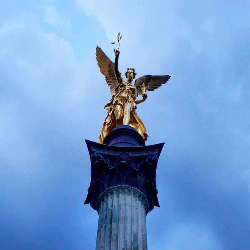 Der Friedensengel am Denkmal in Bogenhausen, © Der Friedensengel am Denkmal - Foto:  Dirk Schiff/Portraitiert.de