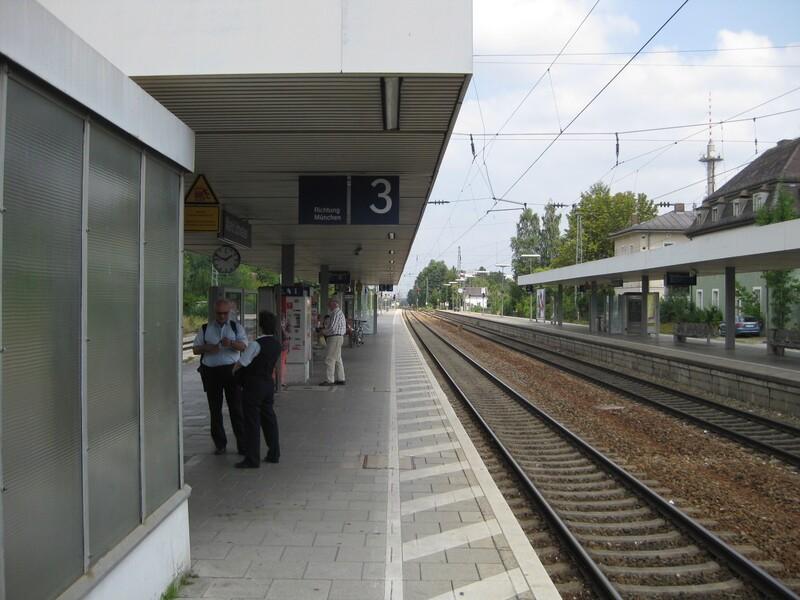 Bahnsteig Kinderwagen wird unter Zug gezogen, © Tatort Bahnsteig - Foto: Bundespolizei