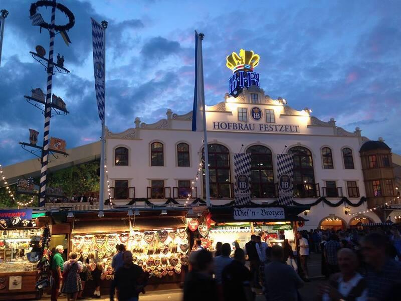 Das Hofbräu Festzelt auf dem Oktoberfest