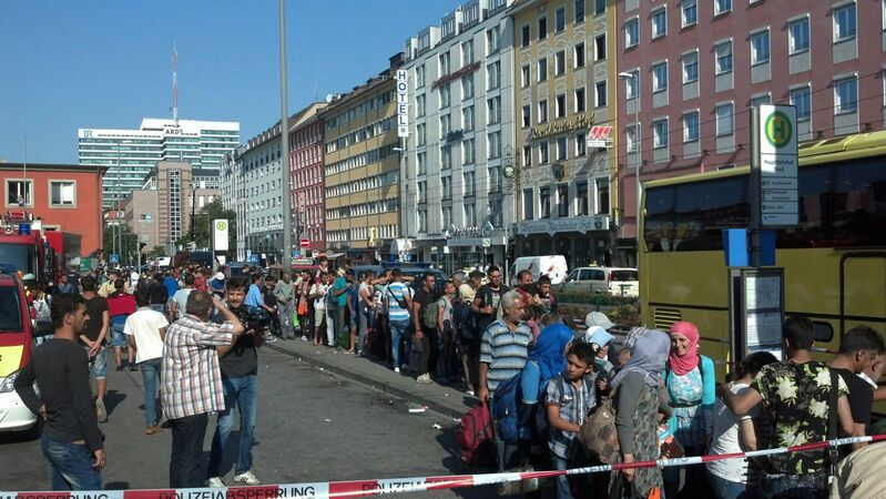 hunderte Flüchtlinge am Münchner Hauptbahnhof, © Die Bundespolizei warnt vor Fahrkartenbetrug gegen Flüchtlinge