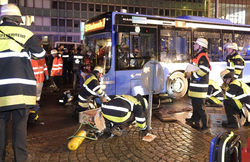 Unfall auf dem Wiesn-Heimweg Oktoberfest 2015, © Foto der Berufsfeuerwehr München