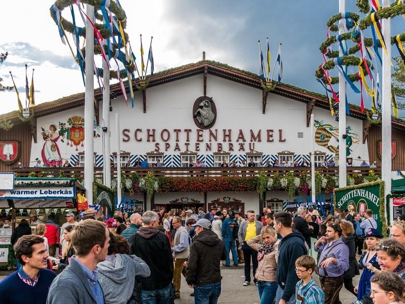 Das Schottenhamel-Festzelt auf der Wiesn