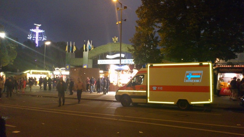 Ein MKT Rettungswagen auf dem Münchner Oktoberfest , © MKT