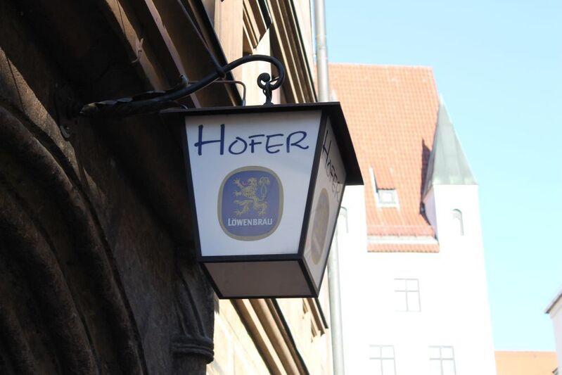 Stadtwirt hofer  Logo auf alter Laterne in der Burgstraße, © Stadtwirt Hofer