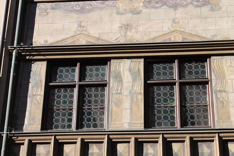 historische Fenster und fassadenmalerei des Weinstadls in der Burgstraße, © historische Fenster - Weinstadl in der Burgstraße