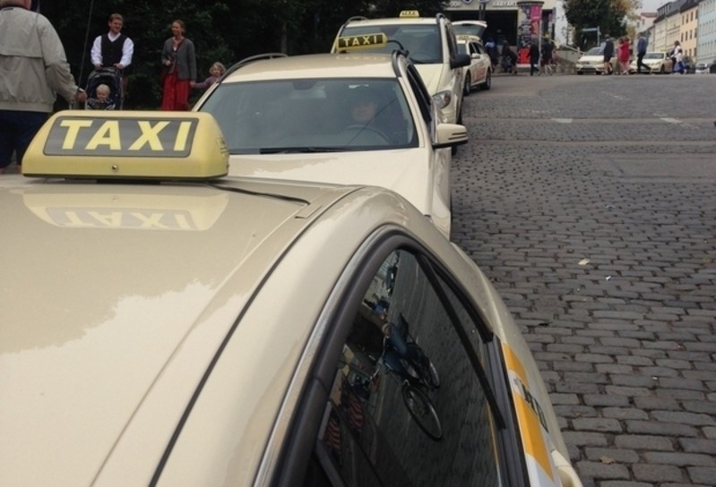 Taxis an Taxistand, © Symbolfoto